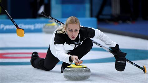 Russia snatch dramatic bronze at World Curling