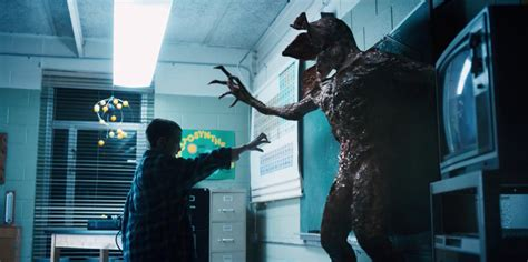 """Here's why the ~monster~ from """"Stranger Things"""" looked so"""