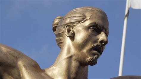 VIDEO - Topless Zlatan Ibrahimovic statue unveiled in